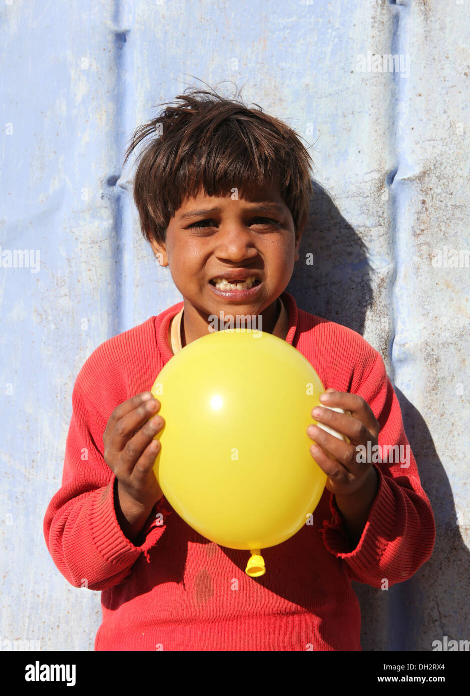 Young Indian girl  with yellow balloon,Rajasthan, North India, Asia - Stock Image