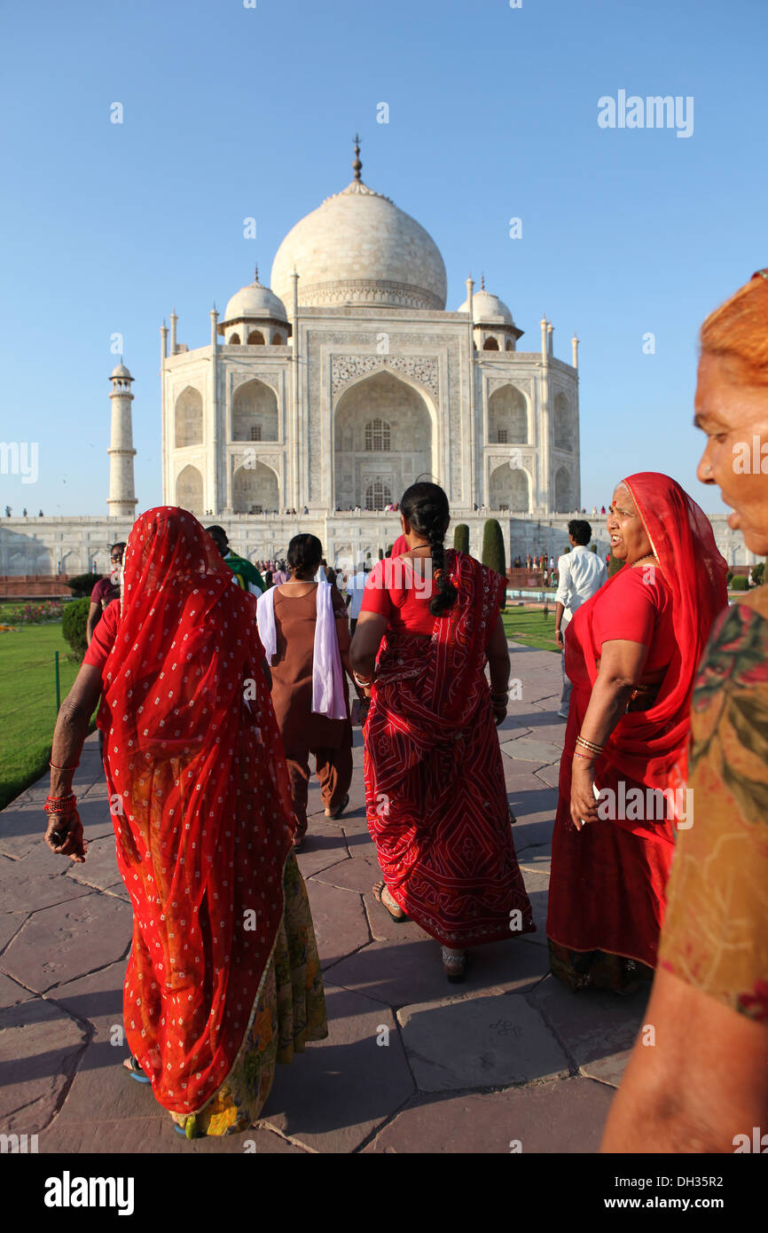 Group of Indian women in front of the Taj Mahal, Agra, Uttar Pradesh, India, Asia - Stock Image