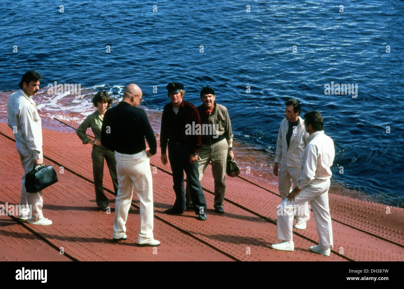 BEYOND THE POSEIDON ADVENTURE 1979) SALLY FIELD, TELLY SAVALAS, MICHAEL CAINE, KARL MALDEN, IRWIN ALLEN DIR) BYPD 019 - Stock Image