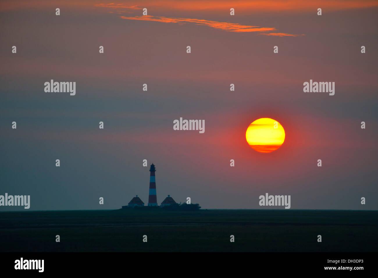Sunset behind the Westerheversand Lighthouse, Westerhever, North Frisia, Schleswig-Holstein, northern Germany Stock Photo