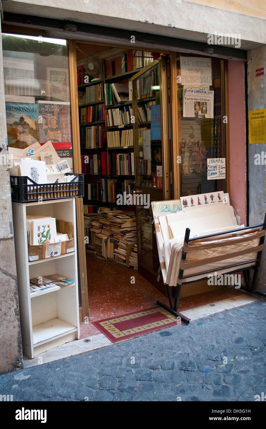 Secondhand Bookshop in Via del Pellegrino in Campo de' Fiori quarter, Rome, Italy - Stock Image