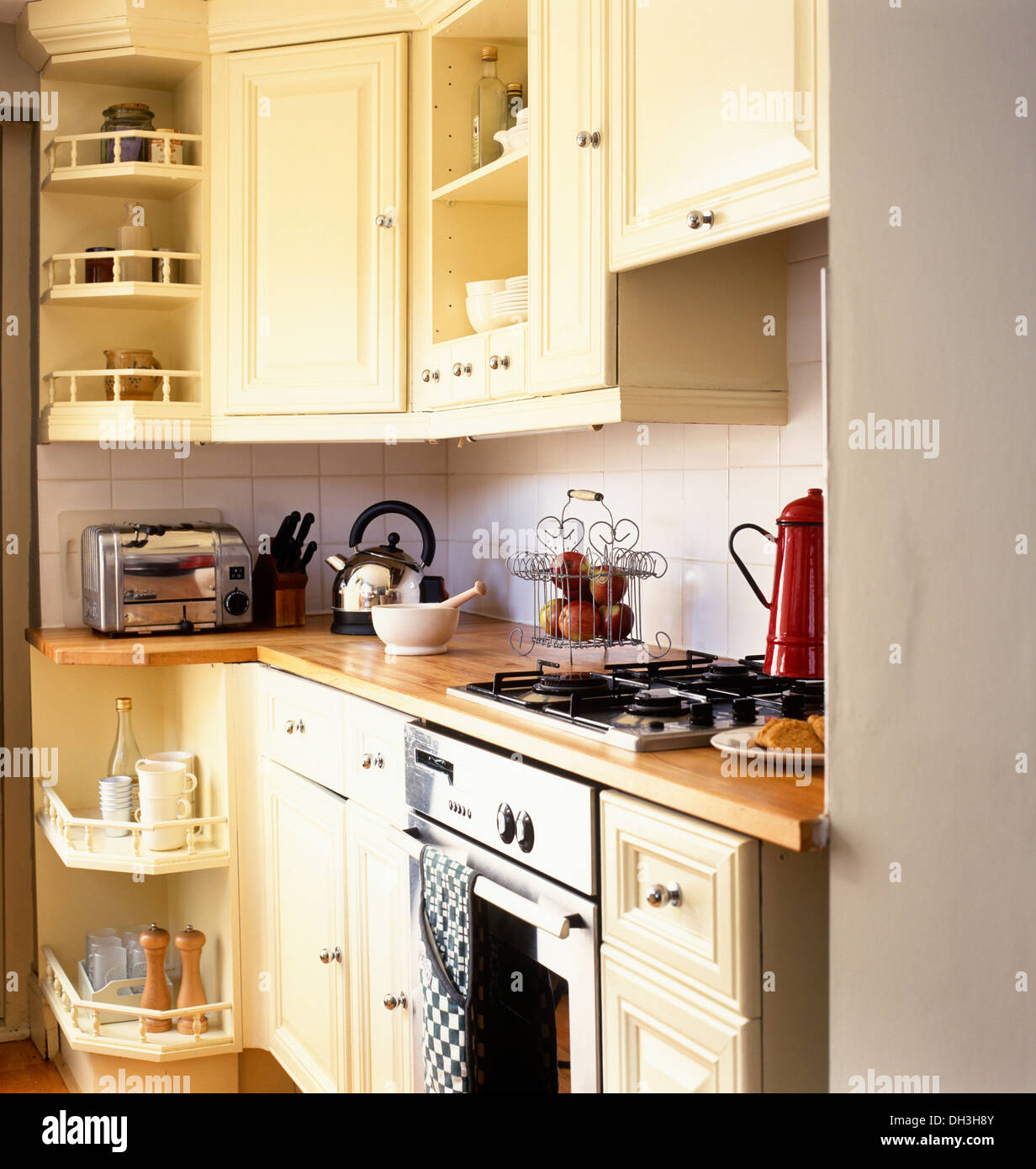 Superior Integral Oven And Gas Hob Set In Wooden Work Top On Cream Fitted Unit In  Small Kitchen