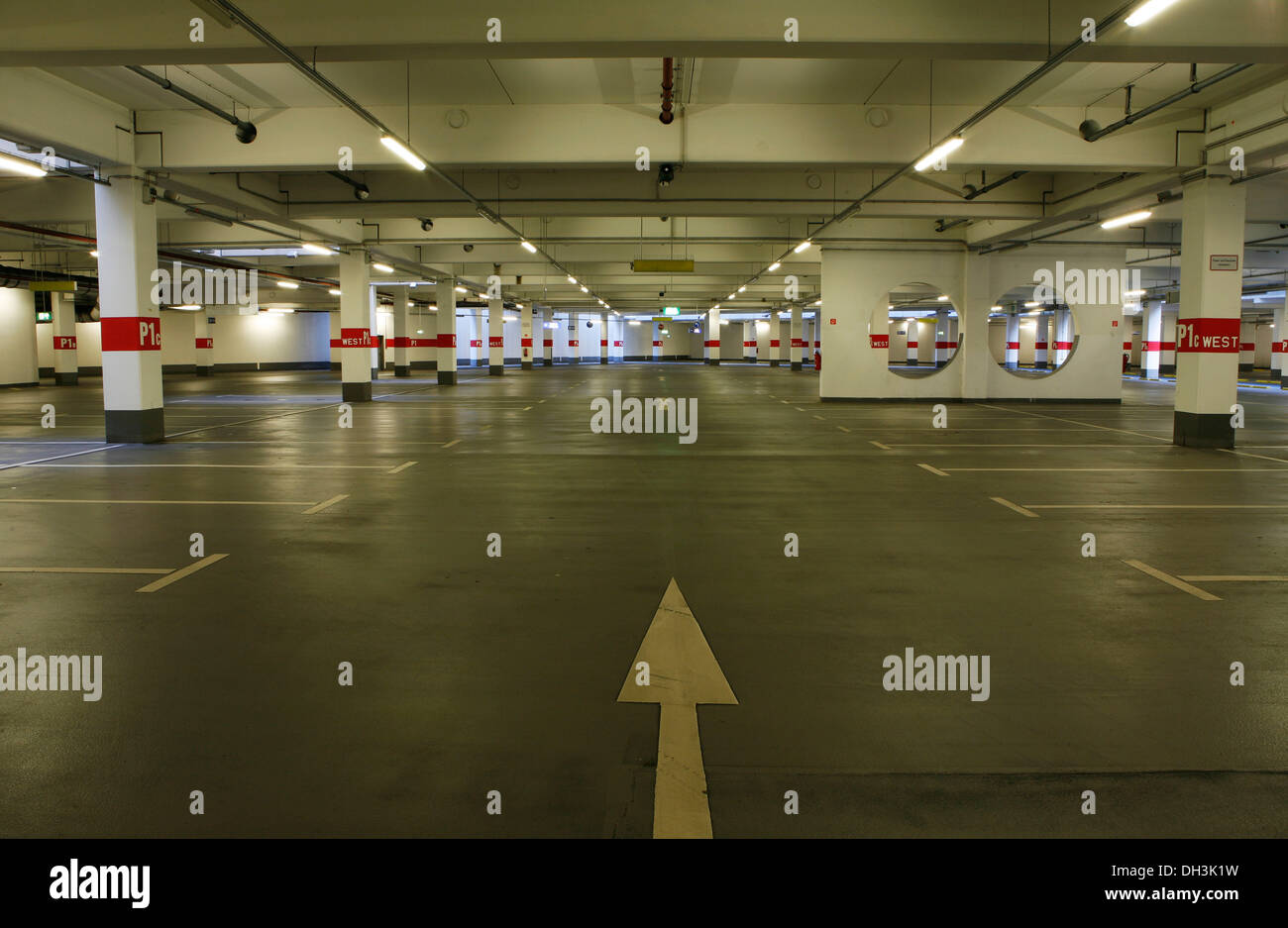 empty parking lots stock photos empty parking lots stock images alamy. Black Bedroom Furniture Sets. Home Design Ideas