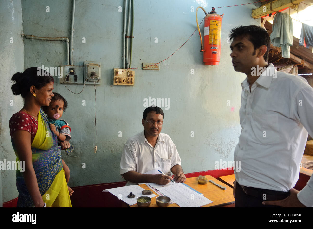 Bookkeeper with family in local canteen, Kolkata, India - Stock Image
