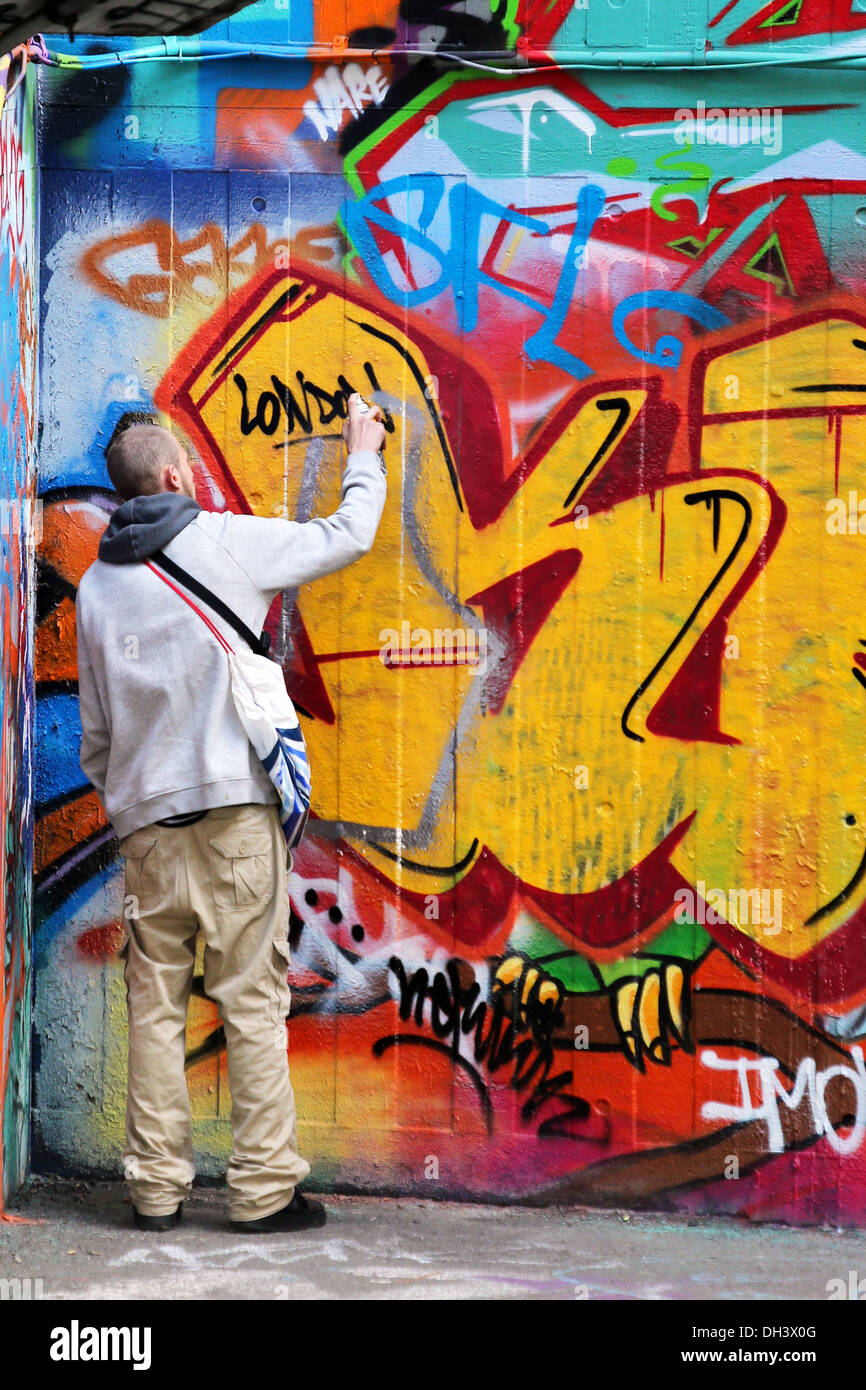 Artwork British Graffiti Artist London Stock Photos & Artwork ...