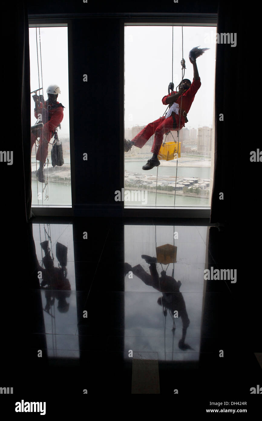 Abseiling window cleaners at a Doha hotel Stock Photo