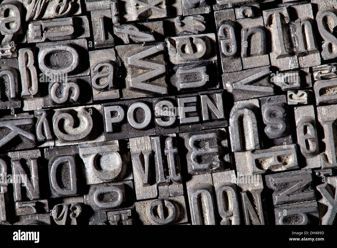 Old lead letters forming the word 'posen, German for 'to pose'' - Stock Image