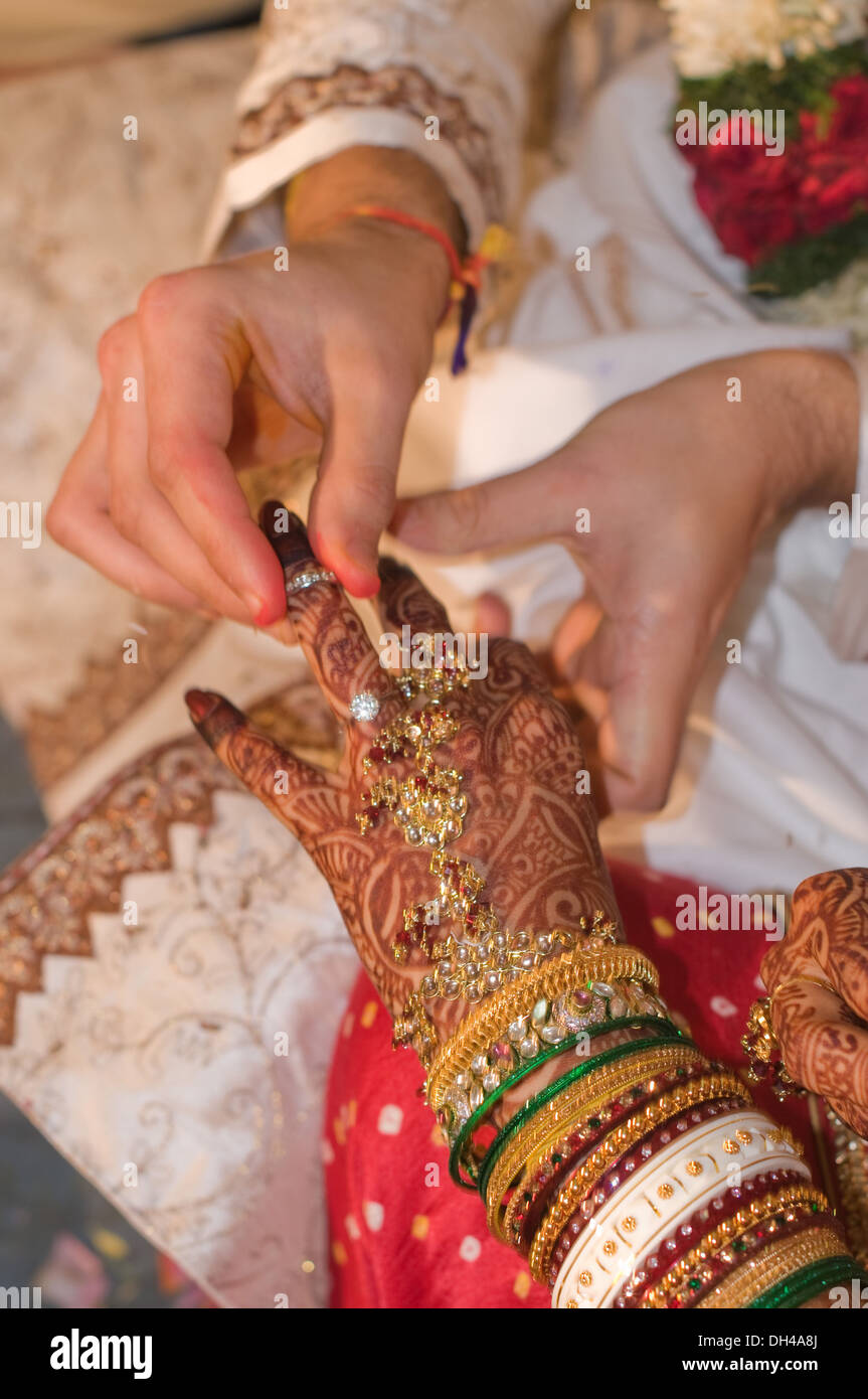 Indian Wedding Bride Groom Stock Photos & Indian Wedding Bride