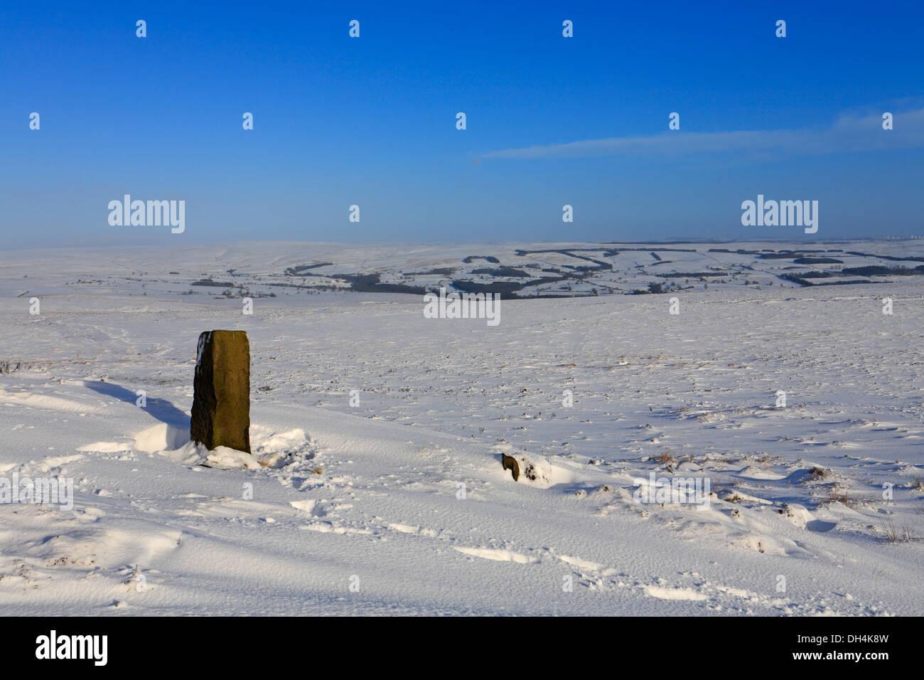 Heavy snow at Lanshaw Lad Boundary Stone on the Dales Way Link path on Ilkley Moor, Ilkley, West Yorkshire, England, UK. - Stock Image