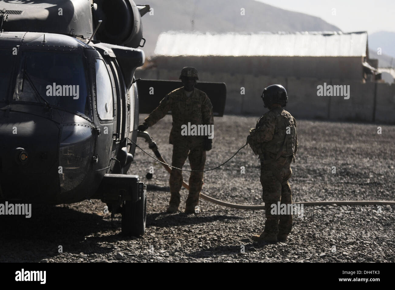 Sgt. Jason Leaders (right), a UH-60M Black Hawk helicopter crew chief from 2nd Battalion (Assault), 10th Combat Aviation Brigade - Stock Image