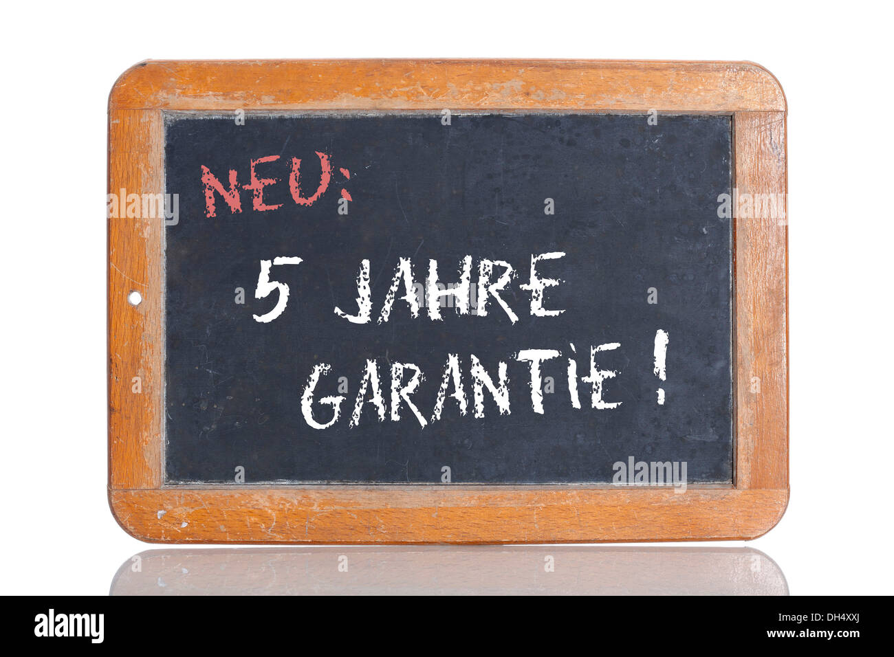 Old school blackboard with the words NEU: 5 JAHRE GARANTIE!, German for New: 5 year guarantee! - Stock Image