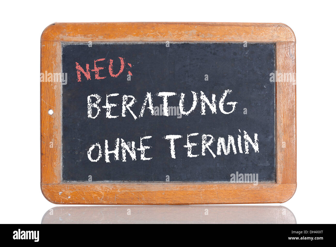 Old school blackboard with the words NEU: BERATUNG OHNE TERMIN, German for New: Consultation without appointment - Stock Image