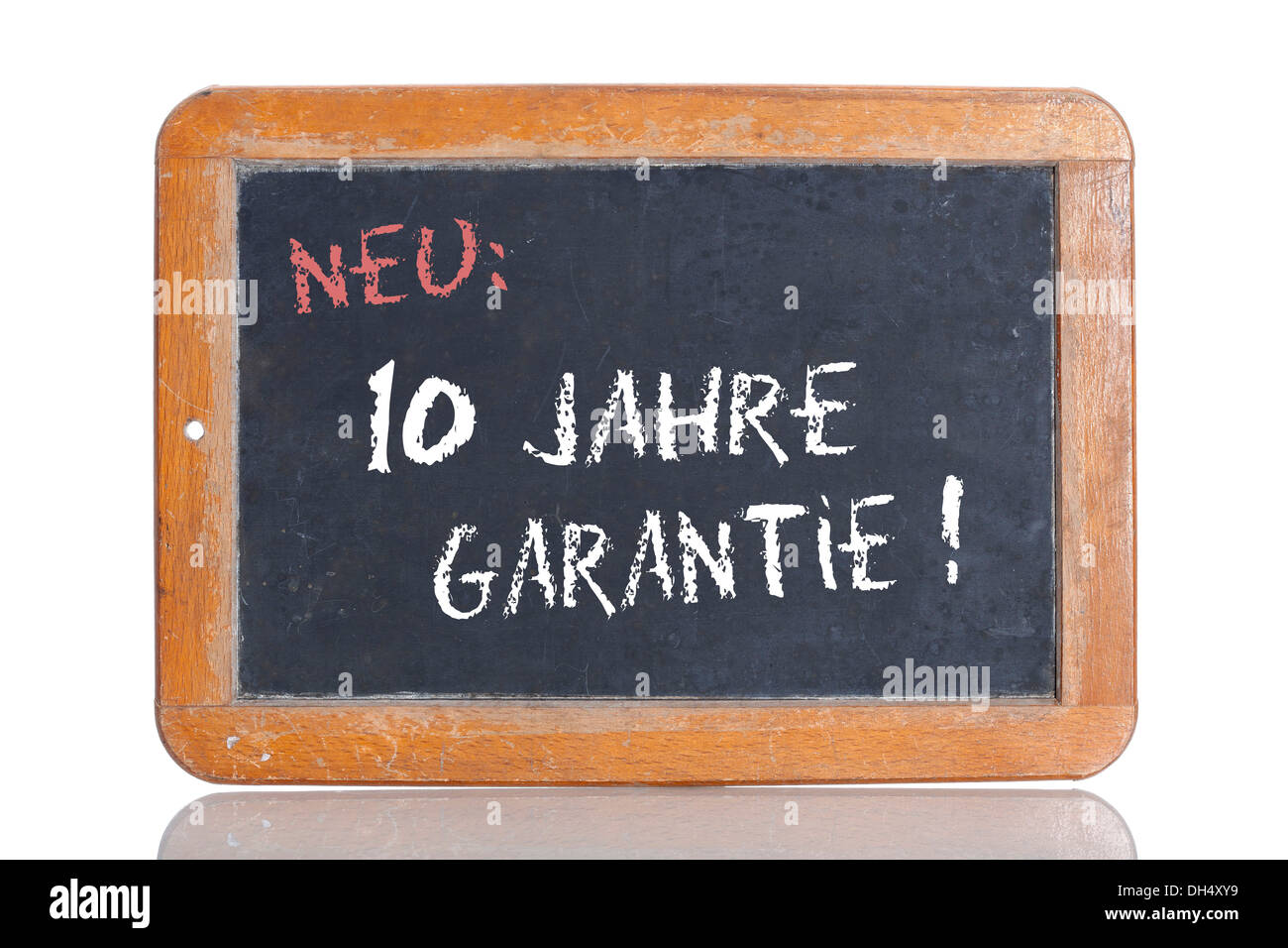 Old school blackboard with the words NEU: 10 JAHRE GARANTIE!, German for New: 10 year guarantee! - Stock Image