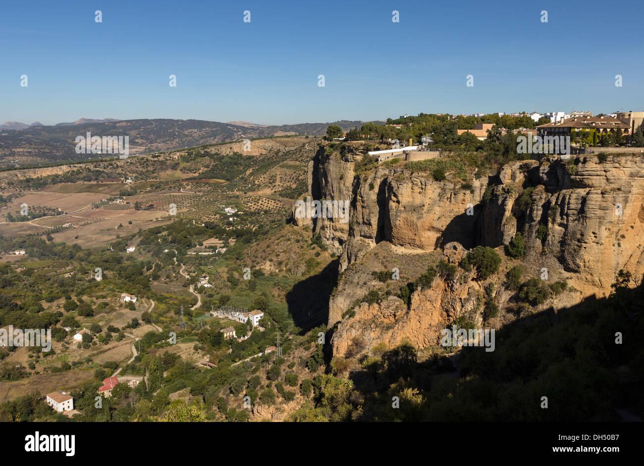 CANYON WALLS OF EL TAJO RONDA ANDALUCIA SPAIN AND VIEW TOWARDS SERRANIA DE RONDA MOUNTAINS - Stock Image