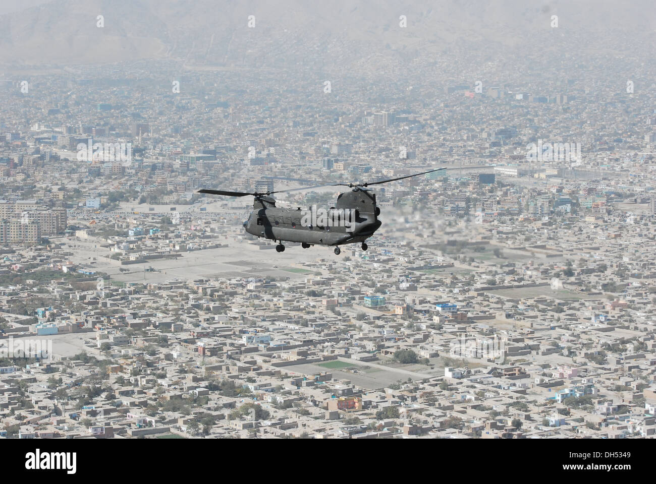 A 10th Combat Aviation Brigade CH-47 Chinook helicopter, operated by members of the Texas and Oklahoma National Guard, flies a personnel and equipment movement mission, Oct. 26, over Kabul, Afghanistan. 10th Combat Aviation Brigade's CH-47s have played a - Stock Image
