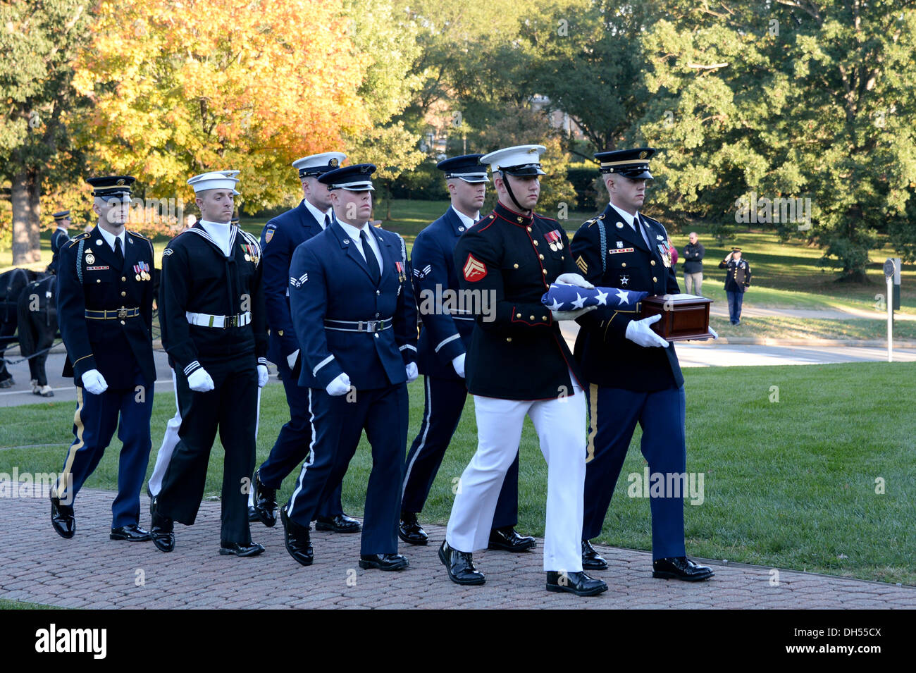 U.S. Service members of the Honor Guard carry the remains of Gen. David C. Jones, former Chairman of the Joint Chiefs of Staff, - Stock Image