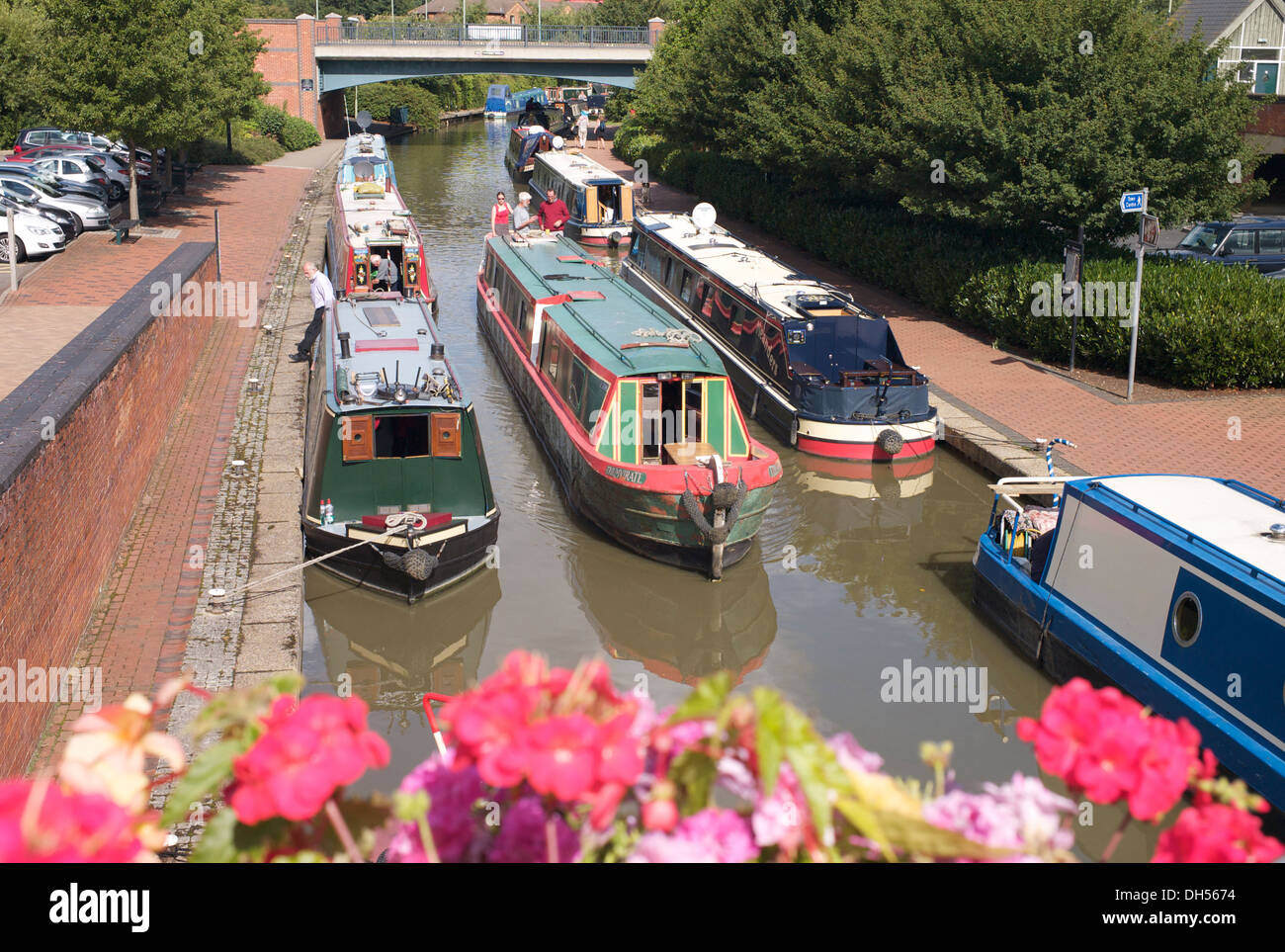Canal boats on the Oxford Canal near Castle Quay Shopping Centre, Banbury, Oxfordshire. - Stock Image