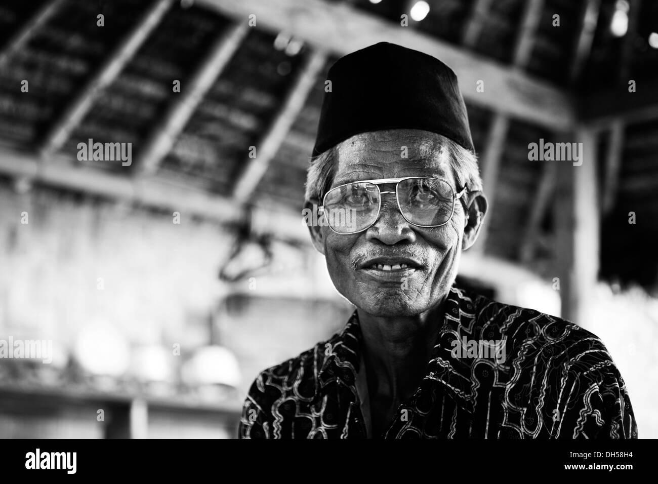 Elderly Indonesian man, portrait, Terara, Lombok island, Nusa Tenggara Barat Province, Indonesia Stock Photo