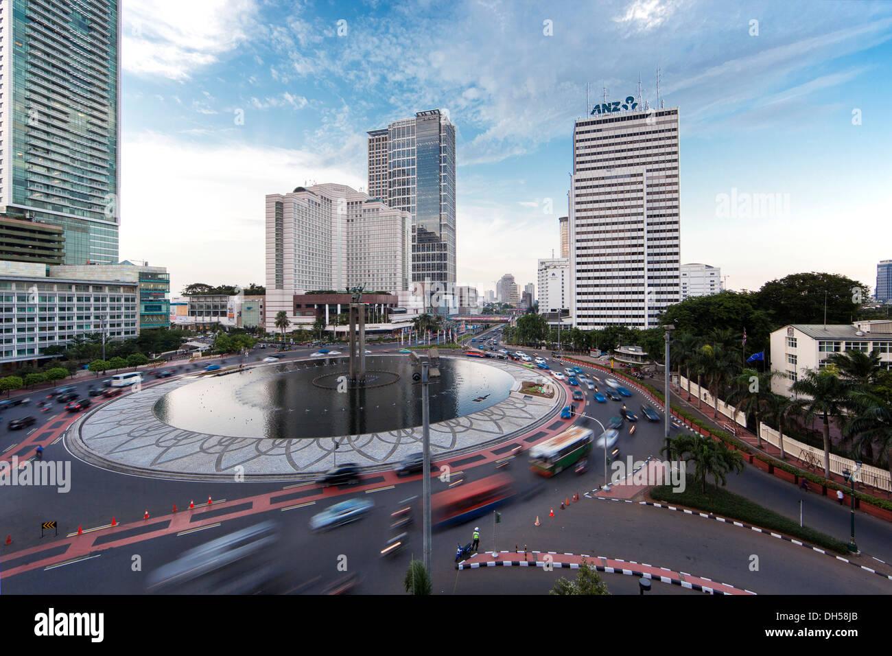 Roundabout with the Grand Hyatt Jakarta Hotel, Jakarta, Java, Indonesia - Stock Image