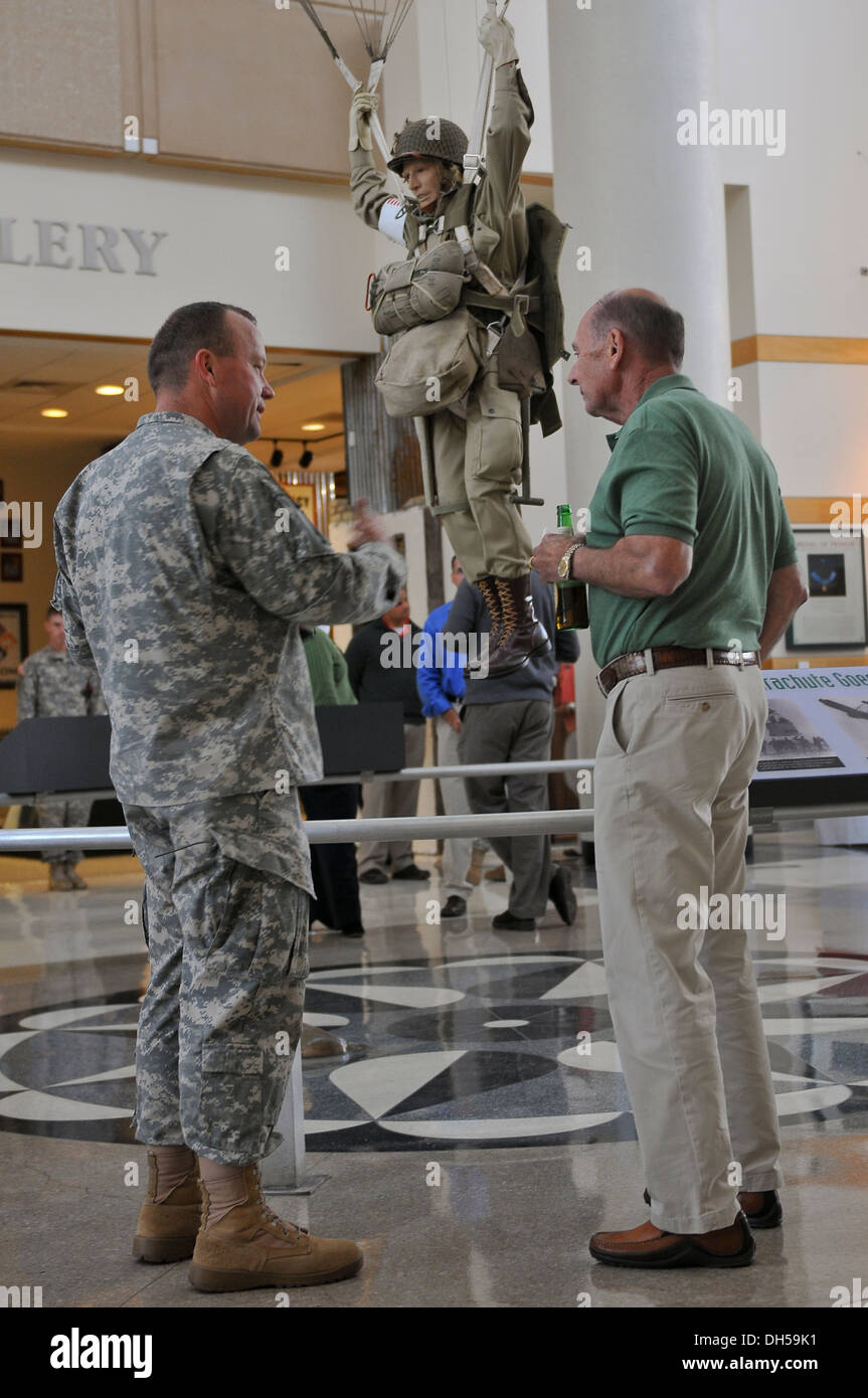 Lt. Col. Jack Stumme, a chaplain assigned to the 82nd Airborne Division, speaks with Col. (ret.) Jack L. Hamilton at the Airbor - Stock Image