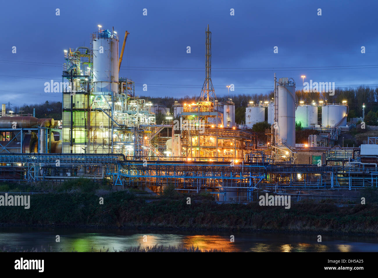 Evening lights from part of the Ineos Chlor industrial chemical works on the River Mersey estuary in Runcorn Cheshire UK - Stock Image