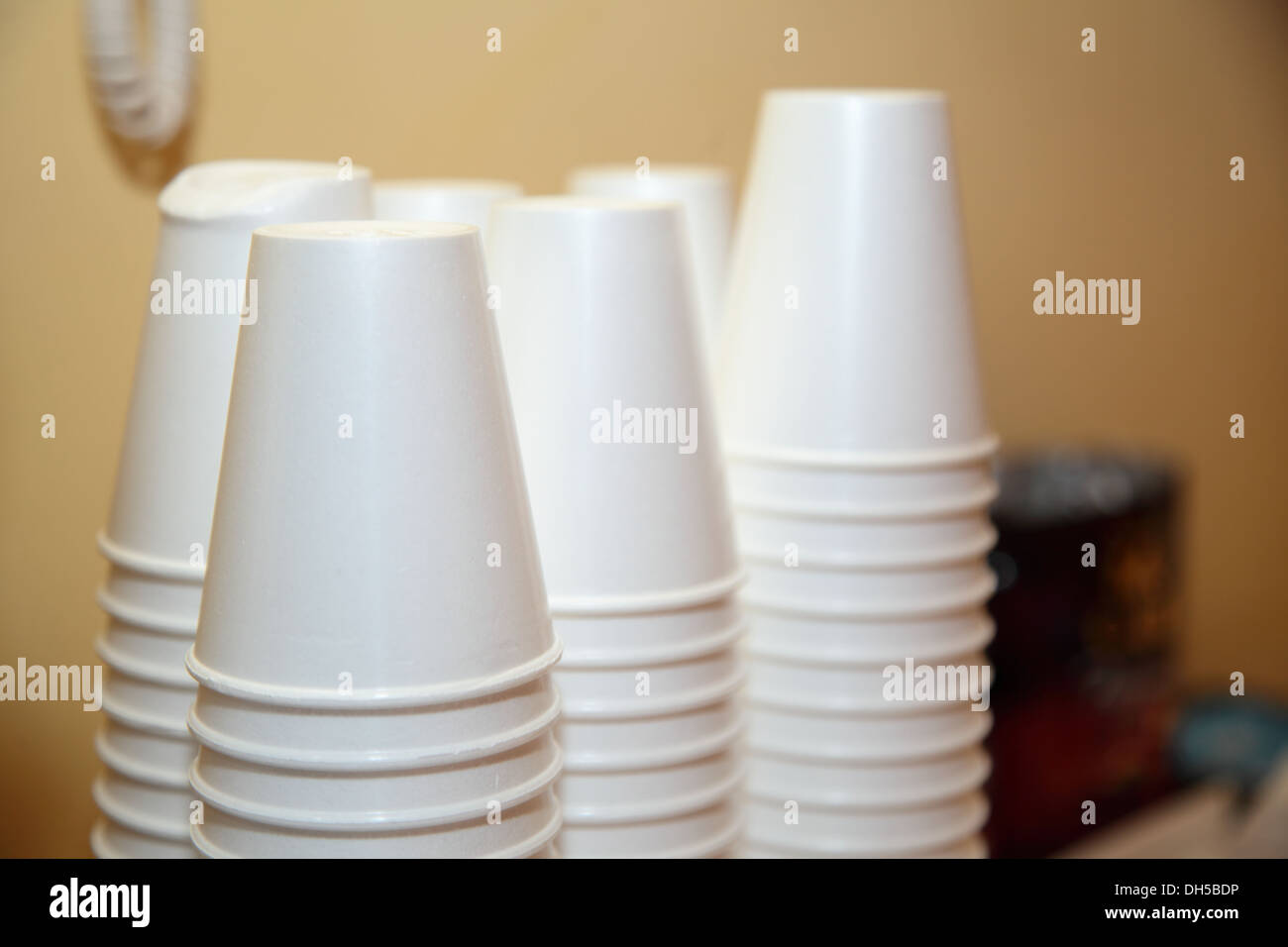 Charmant Disposable Plastic Kitchen Utensils Pile Stack Cups On Table