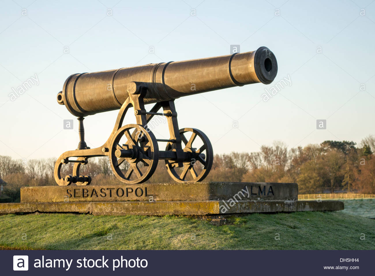 Replica cannon from the crimean war in Huntingdon, Cambridgeshire, in the early morning sunshine - Stock Image