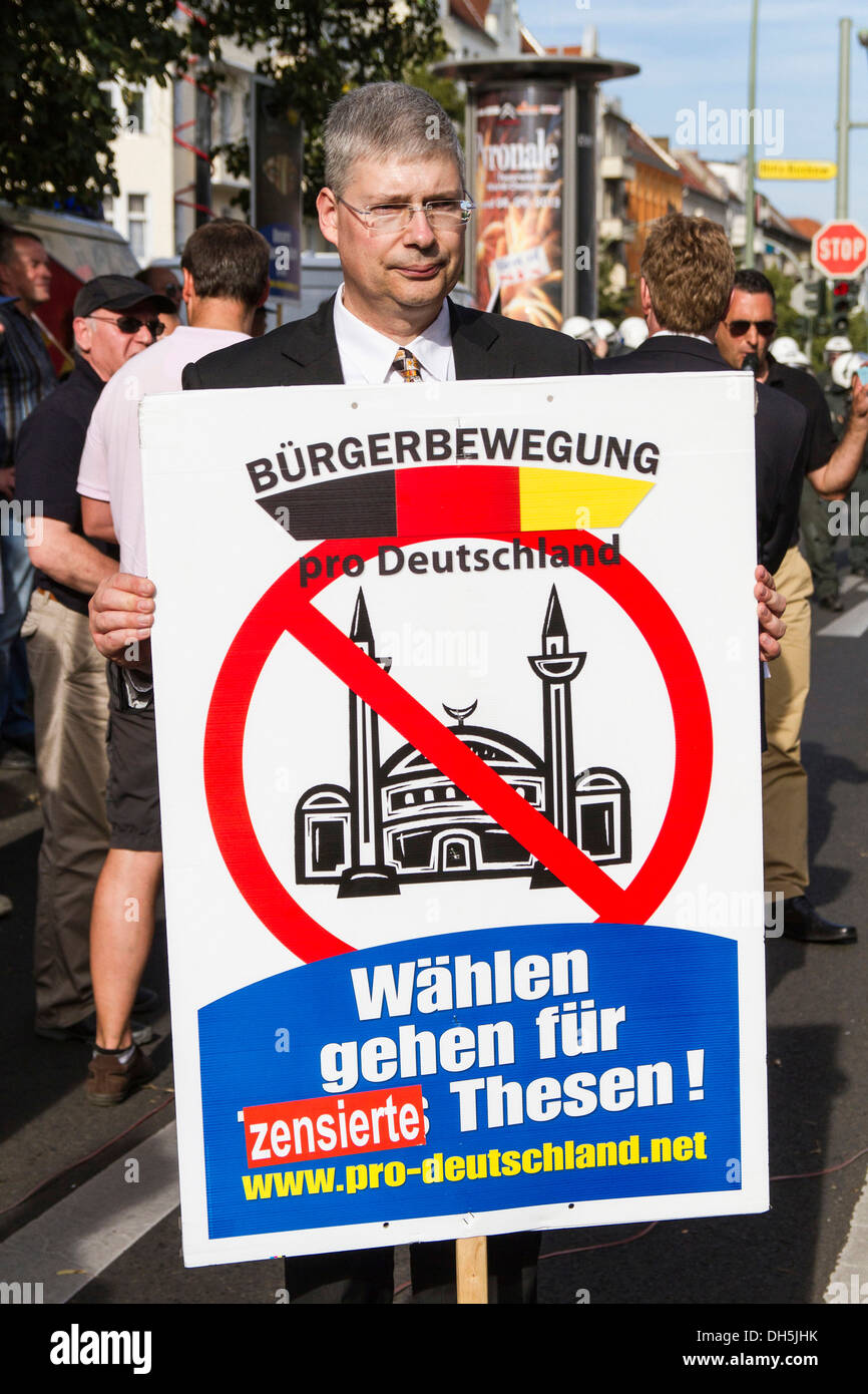 Manfred Rouhs, chairman of 'Pro-Deutschland', Pro-Germany, rally, protests, vigil of the right-wing populist 'Pro-Germany' party - Stock Image