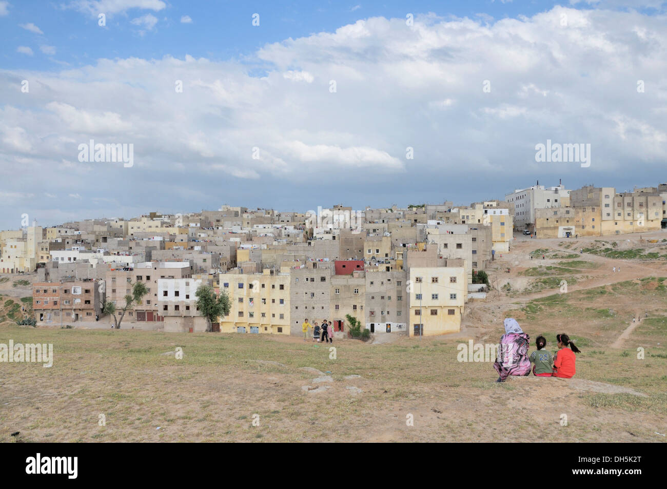 Houses and flats of the poorer population, settlement outside of Fez, Morocco, Africa - Stock Image