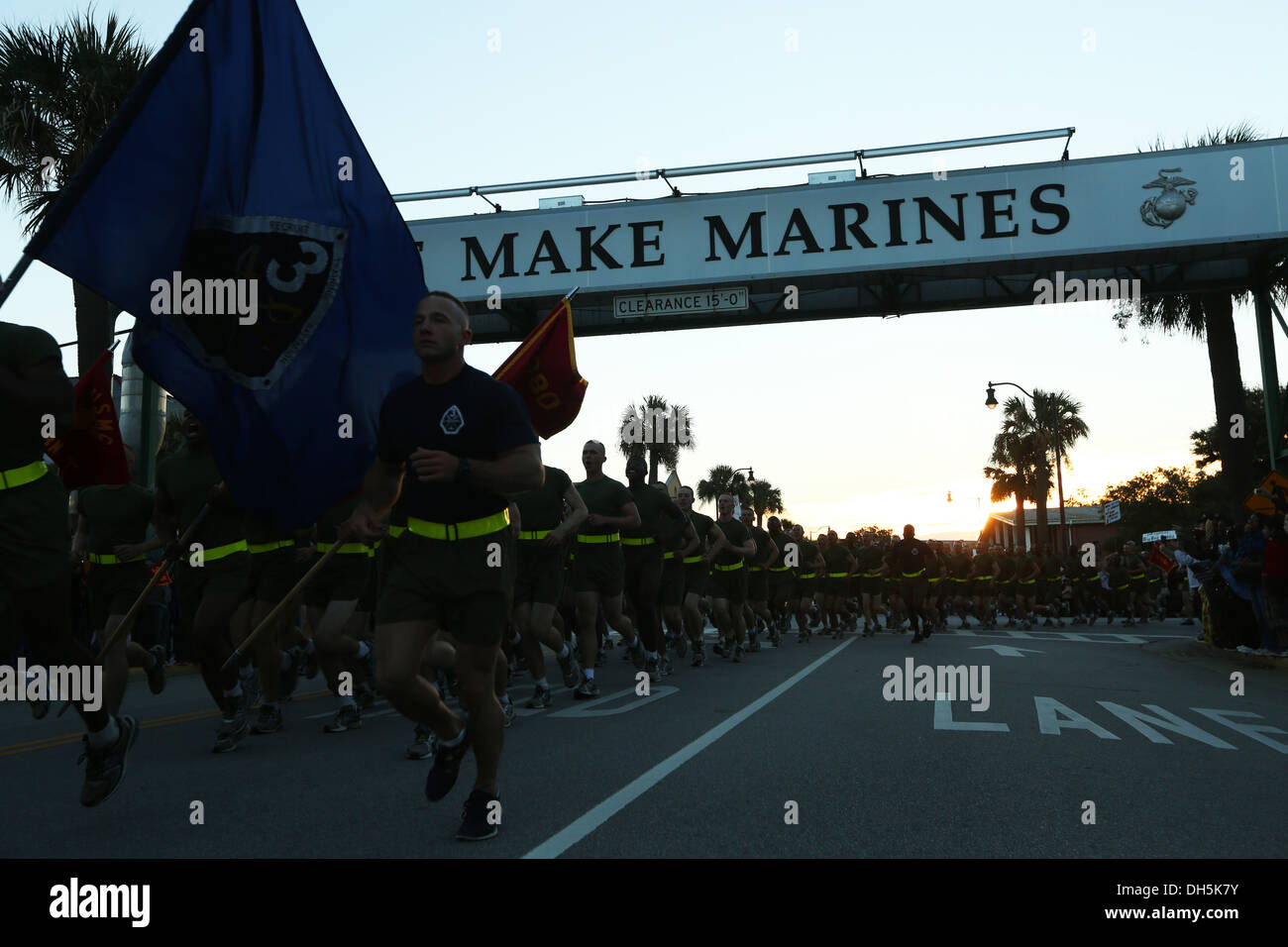 "New Marines of India Company, 3rd Recruit Training Battalion, run under the ""We Make Marines"" sign during a traditional motivati - Stock Image"