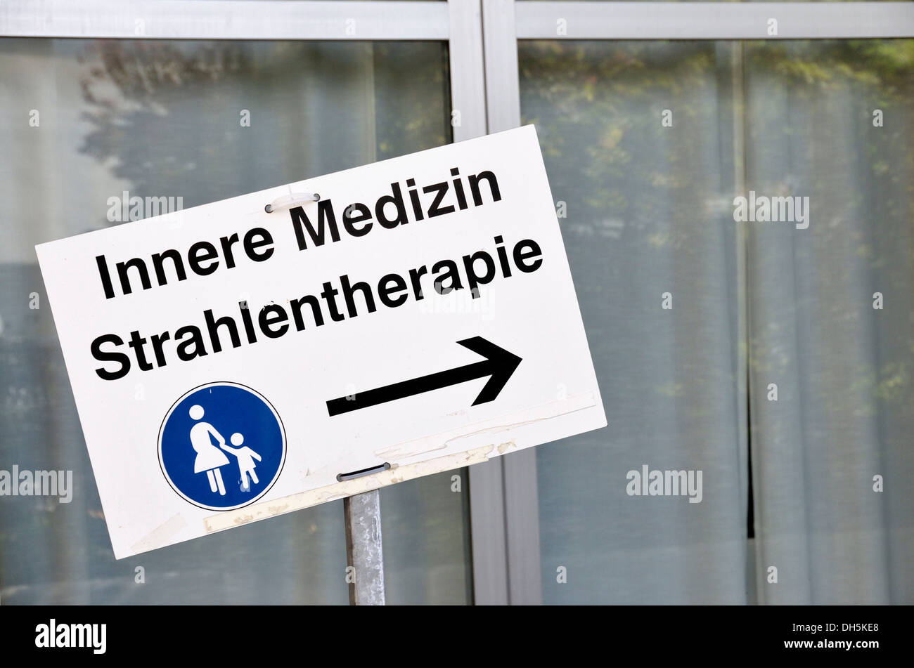 Sign to Innere Medizin and Strahlentherapie, German for 'internal medicine' and 'radiation therapy', Universitaetsklinikum - Stock Image
