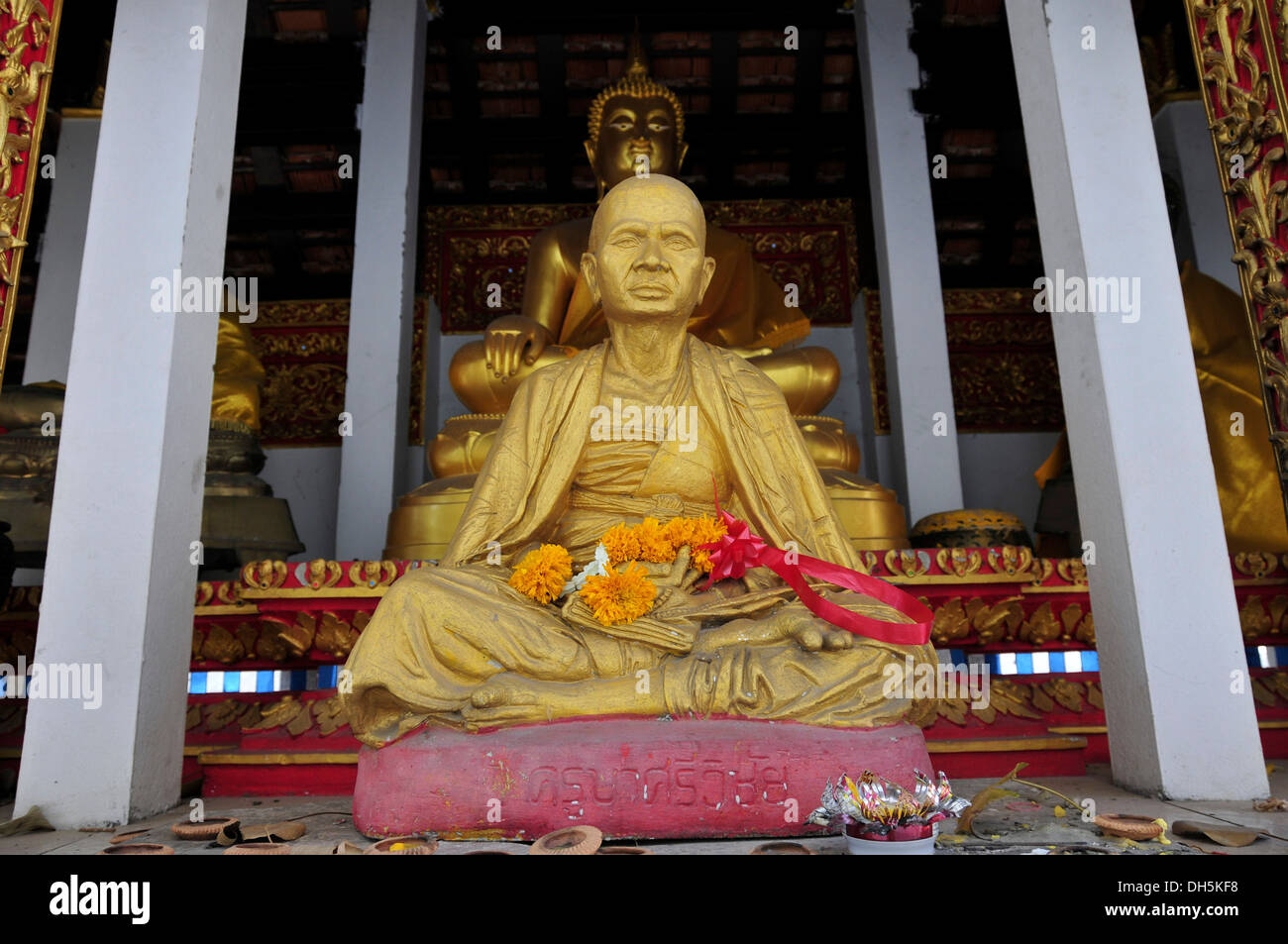 Statue of a revered monk, Wat That Kham, Chiang Mai, Thailand, Asia - Stock Image