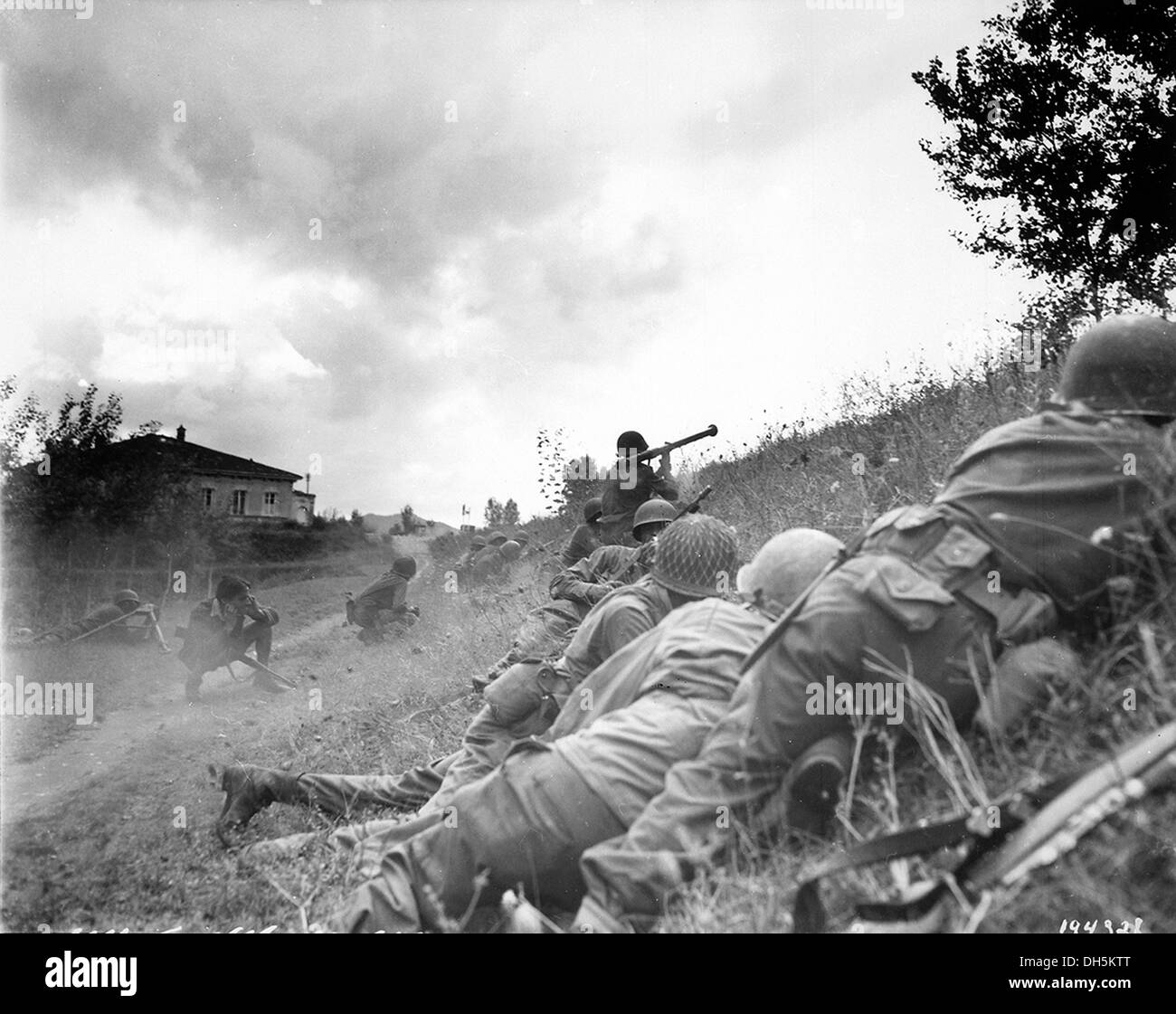 ITALIAN CAMPAIGN  American soldiers near Lucca, Tuscany, in 1944 - Stock Image
