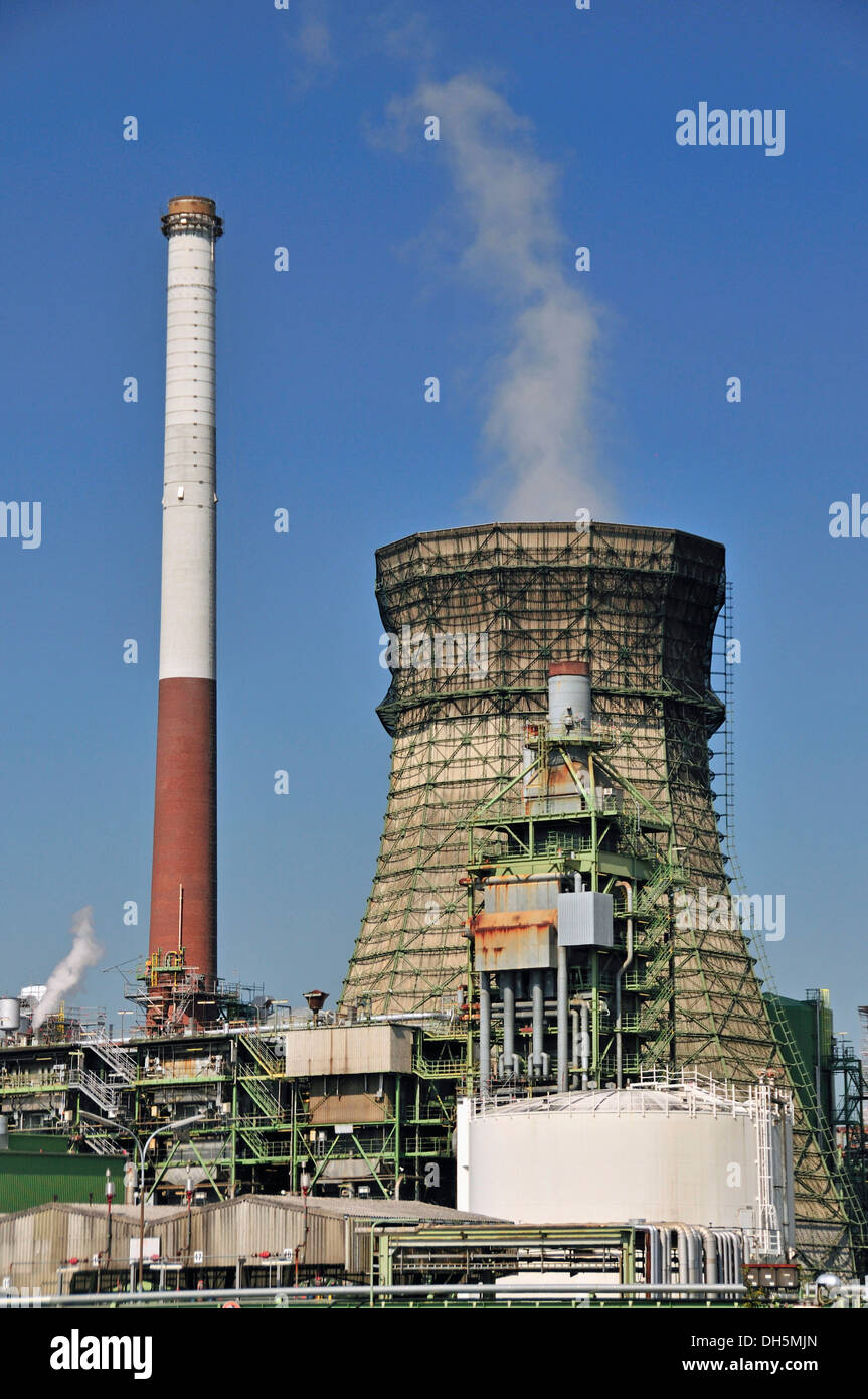 Vent stacks and burner, Rheinland Raffinerie-Werk Nord refinery, Shell Germany, oil refinery, Godorf near Wesseling - Stock Image
