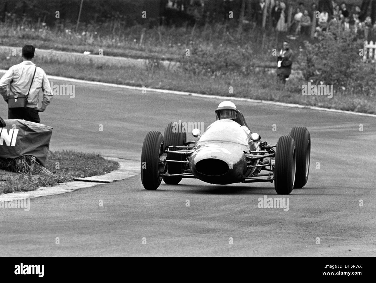 Phil Hill in an ATS 100 at the  top of the Raidillon climb in the Belgian GP, Spa-Francorchamps, Belgium 9th June 1963. - Stock Image