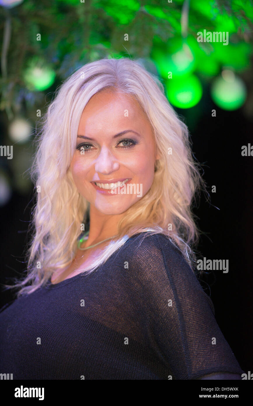 London, UK. 1st November 2013. The Gadget Show Live @ Christmas, Earls Court, London. Pollyanna Woodward of Channel 5 Gadget Show at the opening of the Earls Court Live Show Credit:  Malcolm Park editorial/Alamy Live News - Stock Image