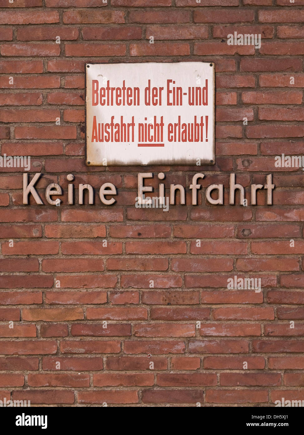Lettering 'Keine Einfahrt', German for 'No Entry', sign - Stock Image