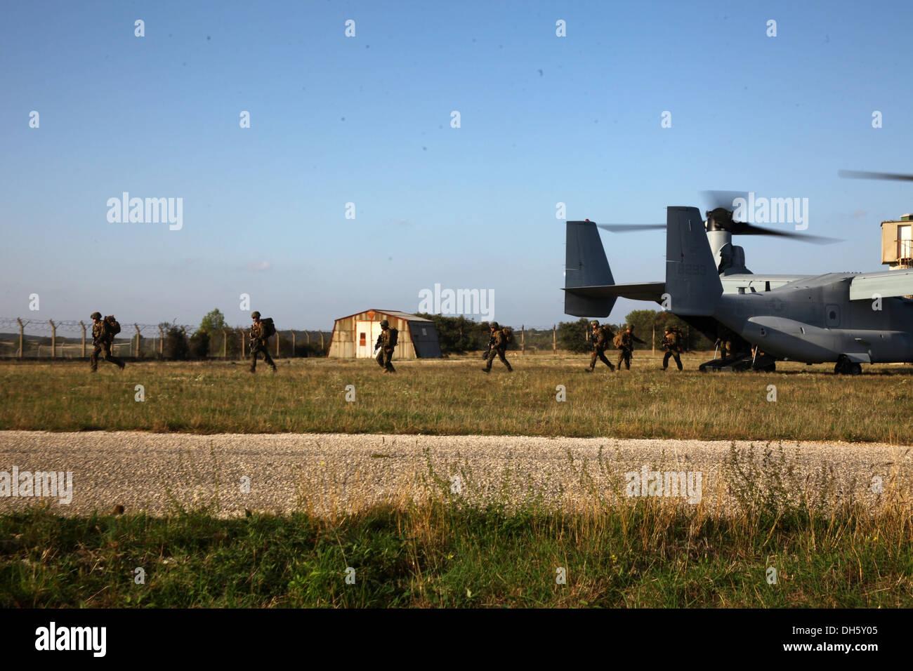 U.S. Marines with Special-Purpose Marine Air-Ground Task Force Crisis Response debark an MV-22B Osprey at Camp des Stock Photo