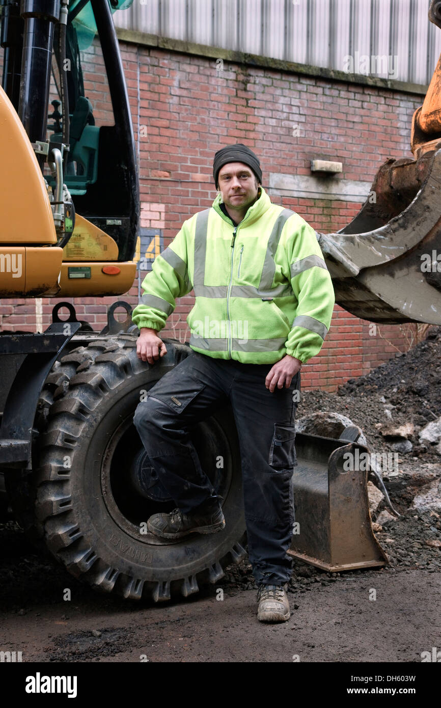 Peter Docherty, JCB driver working at the rear of Fairfield, Govan Glasgow Scotland UK - Stock Image