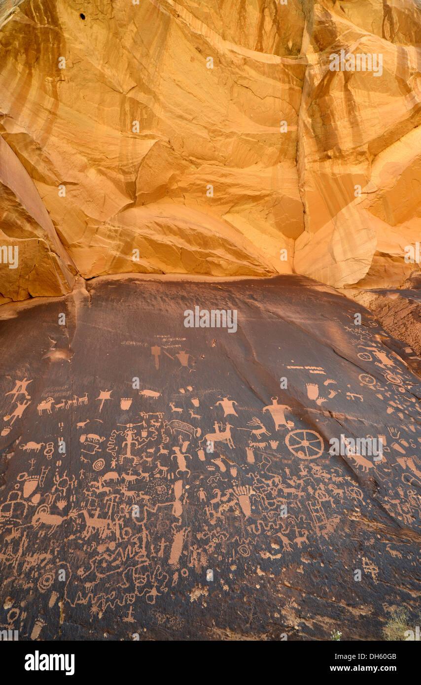 Petroglyphs carved into sandstone, representation of Fremont, Anasazi, Navajo and Anglo-Saxon cultures, prehistoric Stock Photo