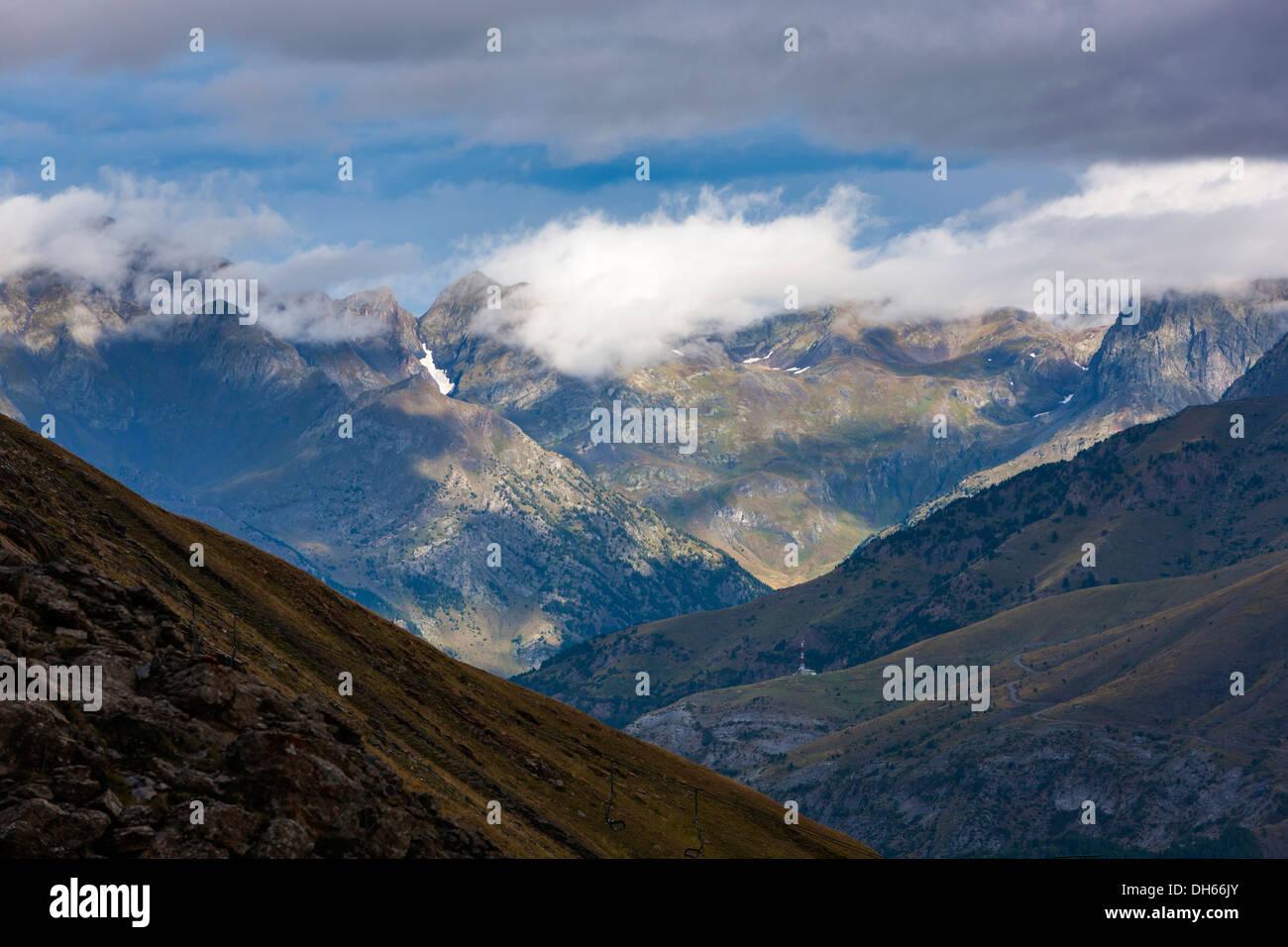 View from the ski area Panticosa over Valle de Tena, Puntal de los petros, Sierra de Tendeñera. Stock Photo