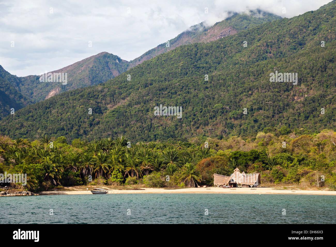 Nomad camp on Lake Tanganyika, Mahale Mountains Nationalpark, Tansania, Tanzania - Stock Image