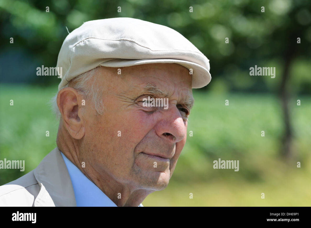 Old man with a peaked cap, Portraet, PublicGround - Stock Image