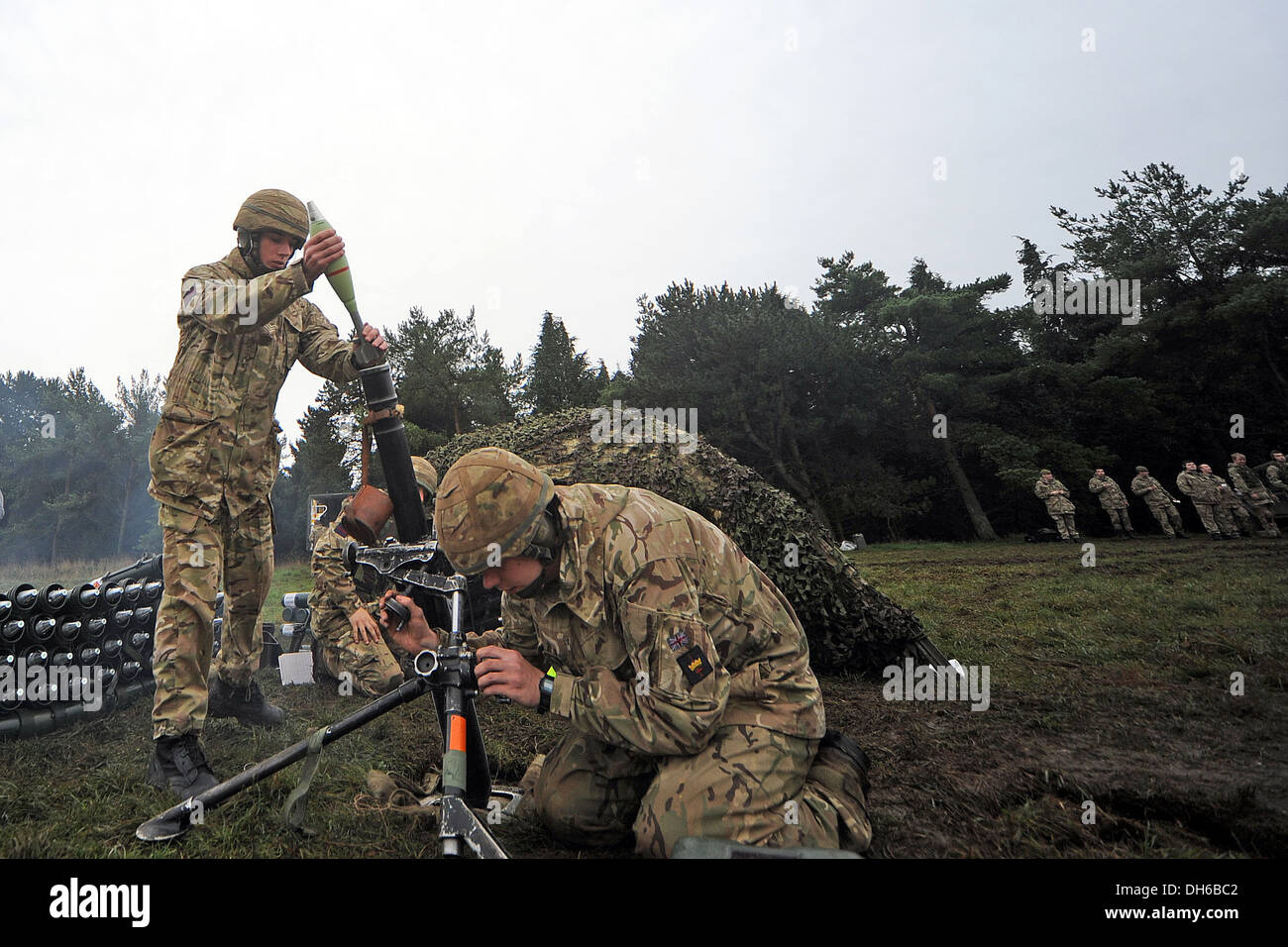 mortar,British,army,bomb,81mm,support weapon, indirect, fire, live firing, army, guns, Welsh guards, 81mm, mortar, training, Bri - Stock Image
