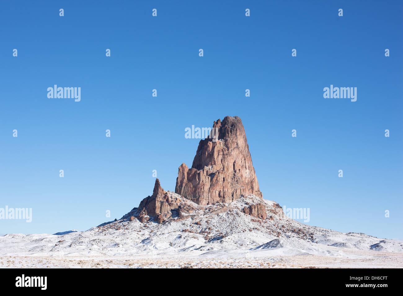 ISOLATED VOLCANIC NECK IN WINTER. El Capitan or Agathla Peak north of Kayenta, on Navajo Land, Northen Arizona, USA. - Stock Image