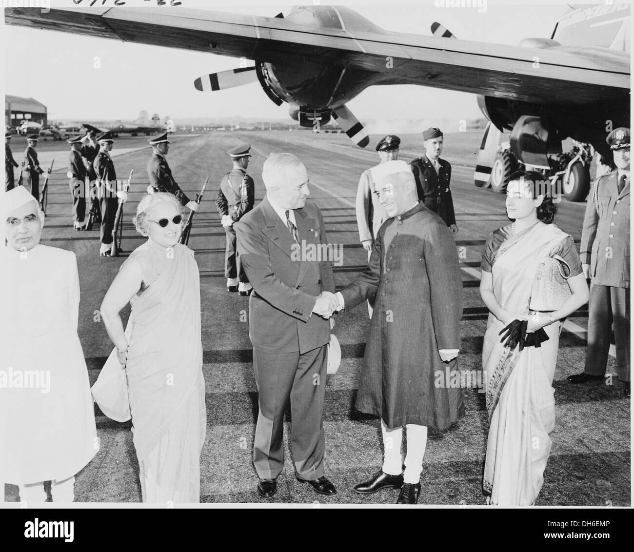 Photograph of President Truman shaking hands with the Prime Minister of India, Jawaharlal Nehru, upon Nehru's arrival... 200153 - Stock Image
