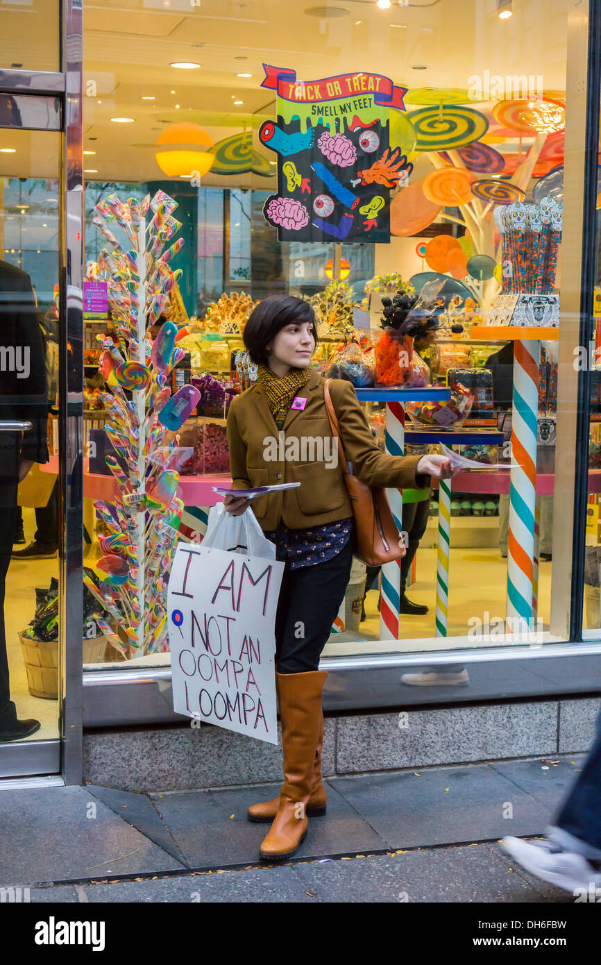 Protest in front of Dylan's Candy Bar in the Upper East Side neighborhood of New York - Stock Image