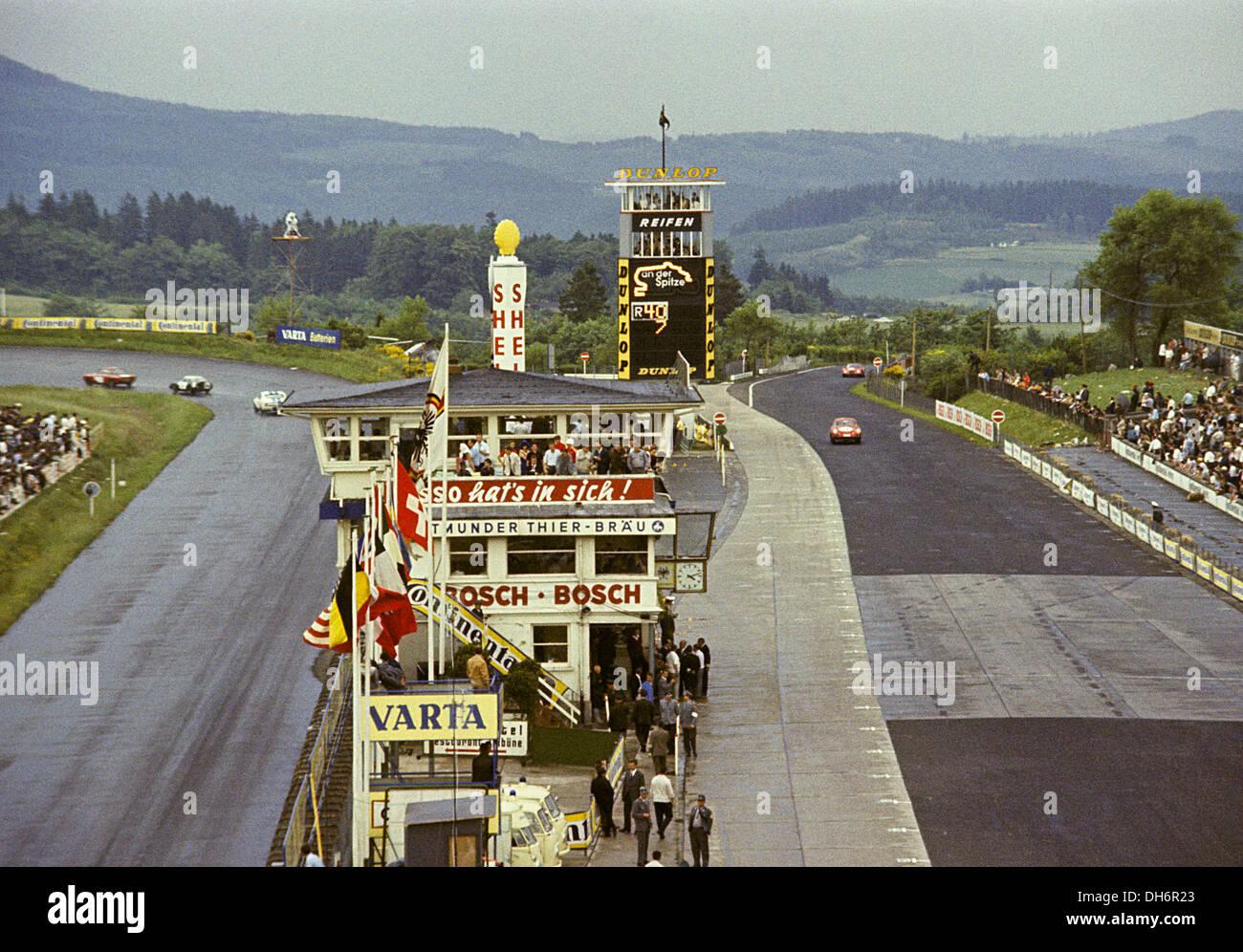 Ruta 12/04/2020 22:00 Nurburgring 1967 Nurburgring-pits-scoreboard-at-1000kms-race-meeting-germany-5-june-DH6R23