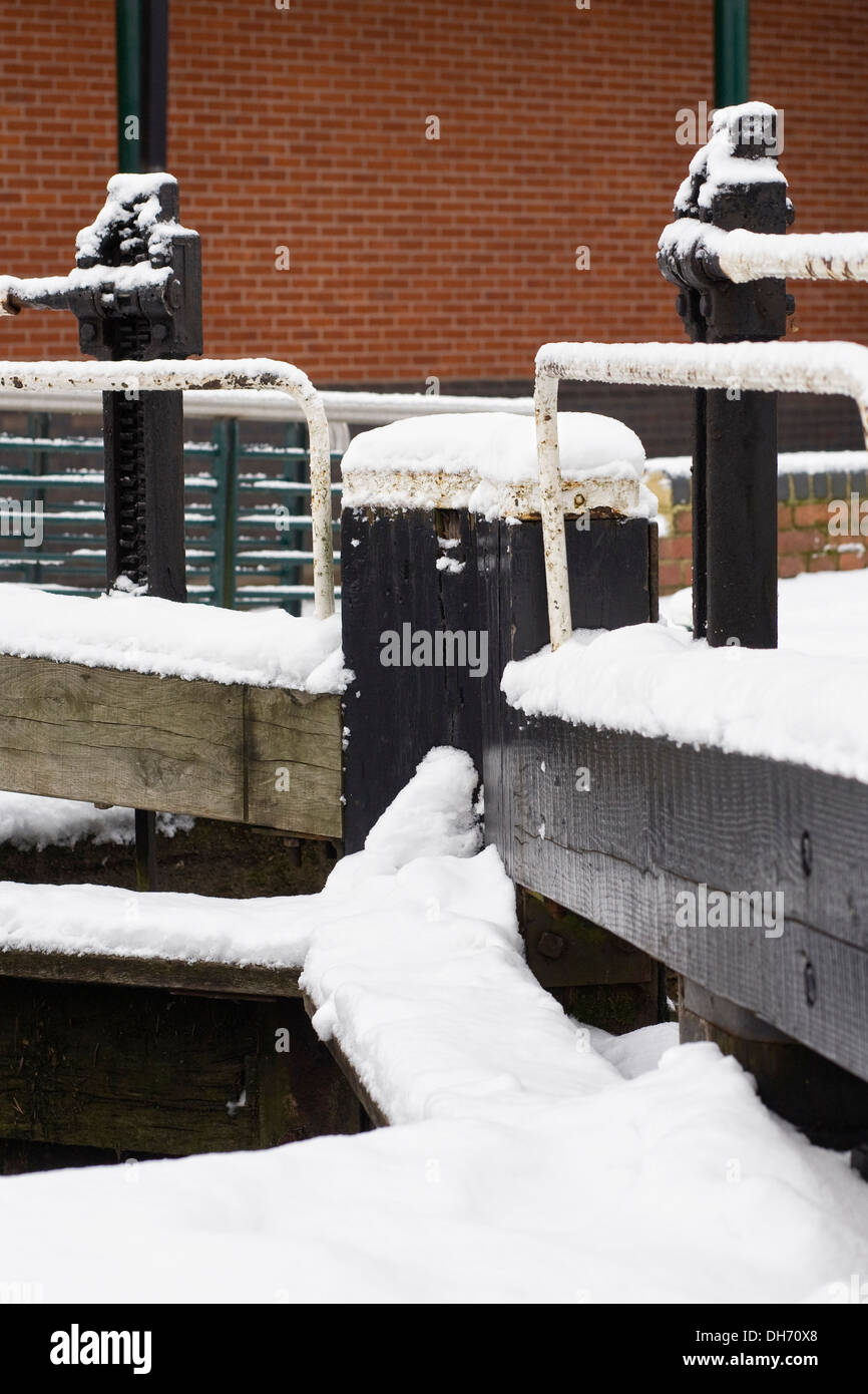 Lock gates on The Oxford Canal at Banbury in Winter, Oxfordshire. - Stock Image