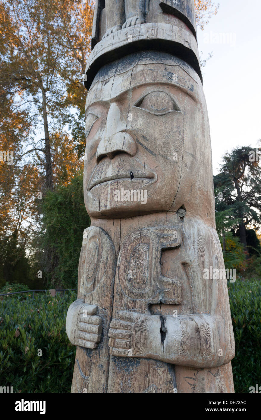 Haida totem pole in East Montlake Park - Montlake, Seattle, King County, Washington, USA - Stock Image